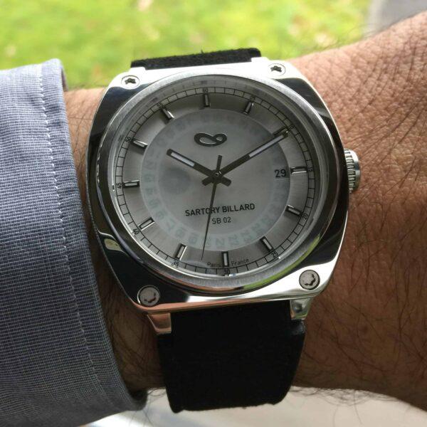 montre en acier et cadran argent, steel watch and silver dial